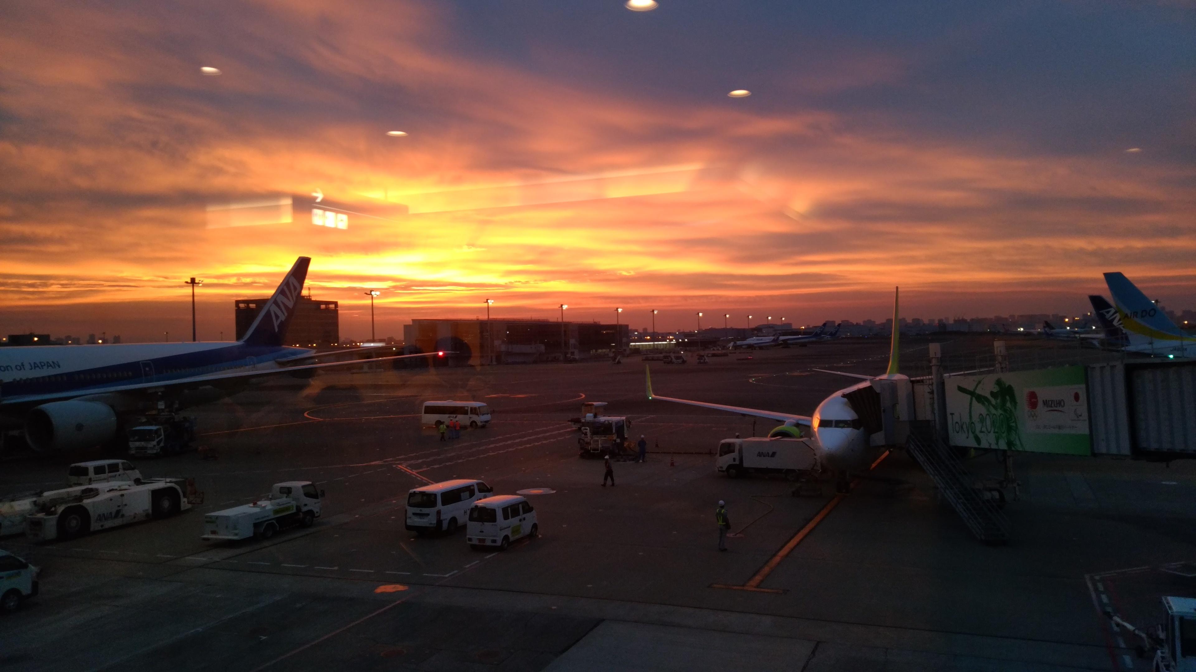 空港夕焼け