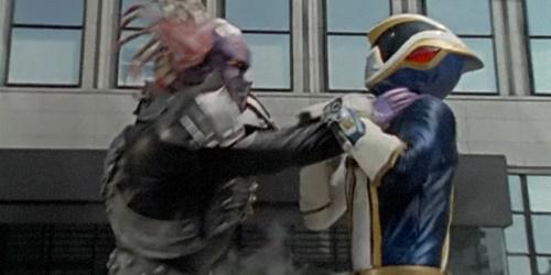戦隊ヒーロー、デカブレイクが因縁の敵にやられる