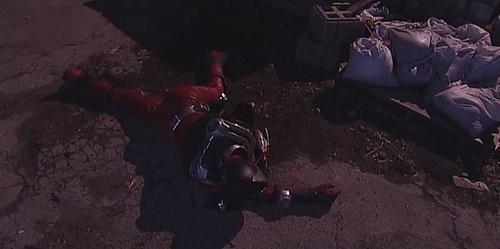 仮面ライダー龍騎がライダーにやられて、ヒーローが敗北してしまう