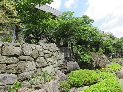 IMG_8894 石垣と薩摩焼の窯跡