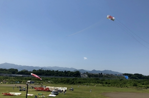 8大凧上げ