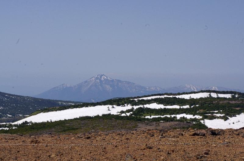 頂上から望む磐梯山