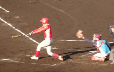 P5110774 トウヤ2回裏1死満塁から3番が左越え2点二塁打を