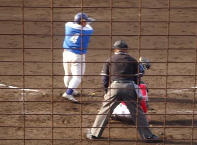 P5120854淡路機材4回裏1死一、二塁から7番が右越え2点二塁打を放つ