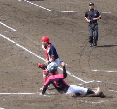 P5120872左翼がトンネルしたため、古賀が一塁から一挙に生還
