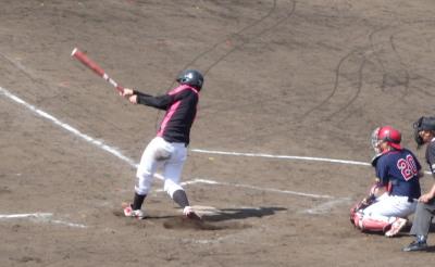 P51209034回裏先頭バッターの4番古賀が左越え本塁打