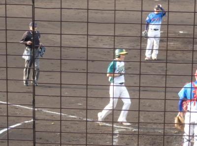 P5151031花園クラブ3回裏2死から9番石川が右越え本塁打を放ち1点里する。