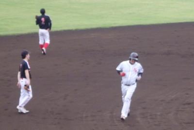 P5181158NTT熊本2回表この回トップの4番が左越え本塁打を放ち1点先制