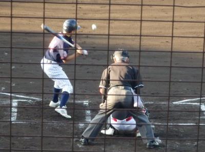 P5241439コスギ3回表1死一塁から9番が左中間三塁打を放ち1点先制