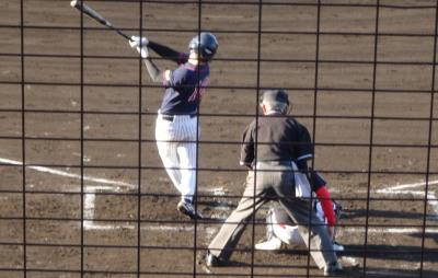 P5241455コスギ4回表無死二塁から5番が左越え本塁打を放ち2点追加