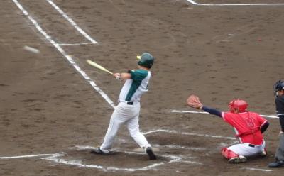 P5251594 花園クラブ3回裏1死二塁から5番が左翼線打を放ち1点追加