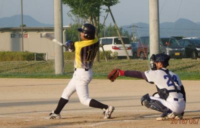 P6022243続く5番中川雅は4連打目となる右前打を放ち1点追加
