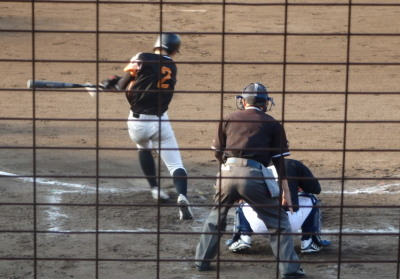 P8032671エポック3回裏無死一、二塁から1番が右前二塁打を放ち1点追加