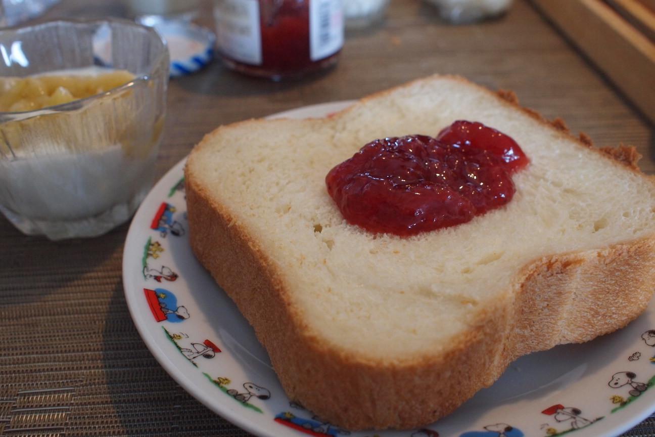 自家製パンとバナナヨーグルト!