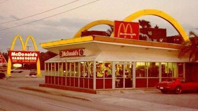「マクドナルド」のロゴ「M」は、社名の頭文字ではない?