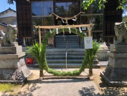 牛坂神社に飾り付けました。