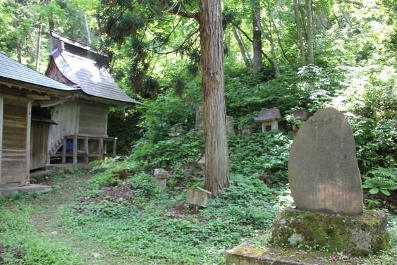 愛犬ピッチ号の記念碑と祠