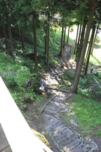 社殿からの石段