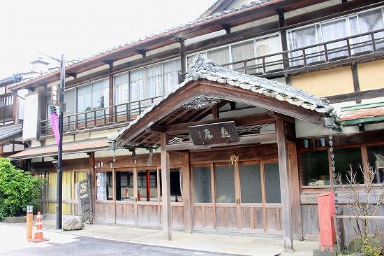 ⑪古い旅館