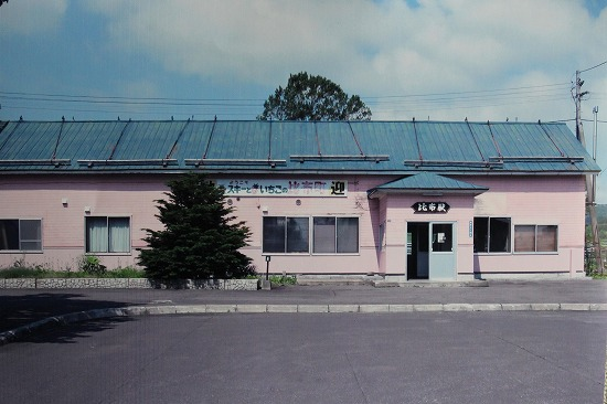 ④比布駅舎