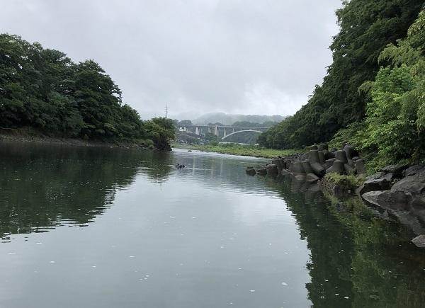 ②諏訪ノ森橋上流側