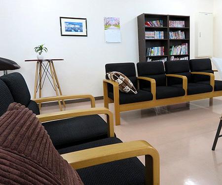 413休憩室新しいソファ-