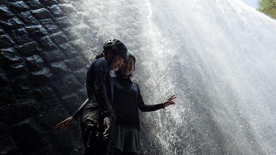 名残を惜しんで、滝しぶきのシャワー2