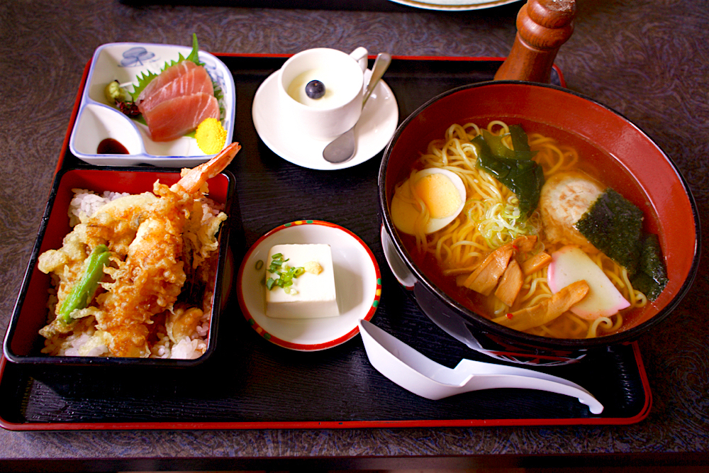 和食たかはし@塩谷町田所 ラーメン+天重