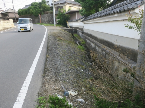 「子供や自転車がドブに落ちてしまう路肩」川又地区 (4)