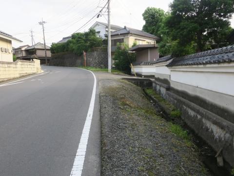 「子供や自転車がドブに落ちてしまう路肩」川又地区 (7)