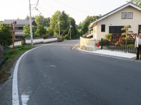 「子供や自転車がドブに落ちてしまう路肩」川又地区 (8)
