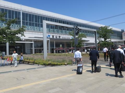 「富山県議会・薬事総合研究開発センター」視察⑭