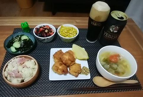 チキンナゲットと黒ビール