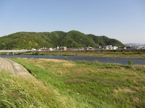 香貫山と狩野川