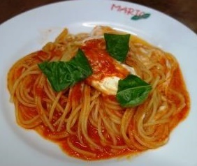 スパゲッティ・トマトソースとマスカルポーネ