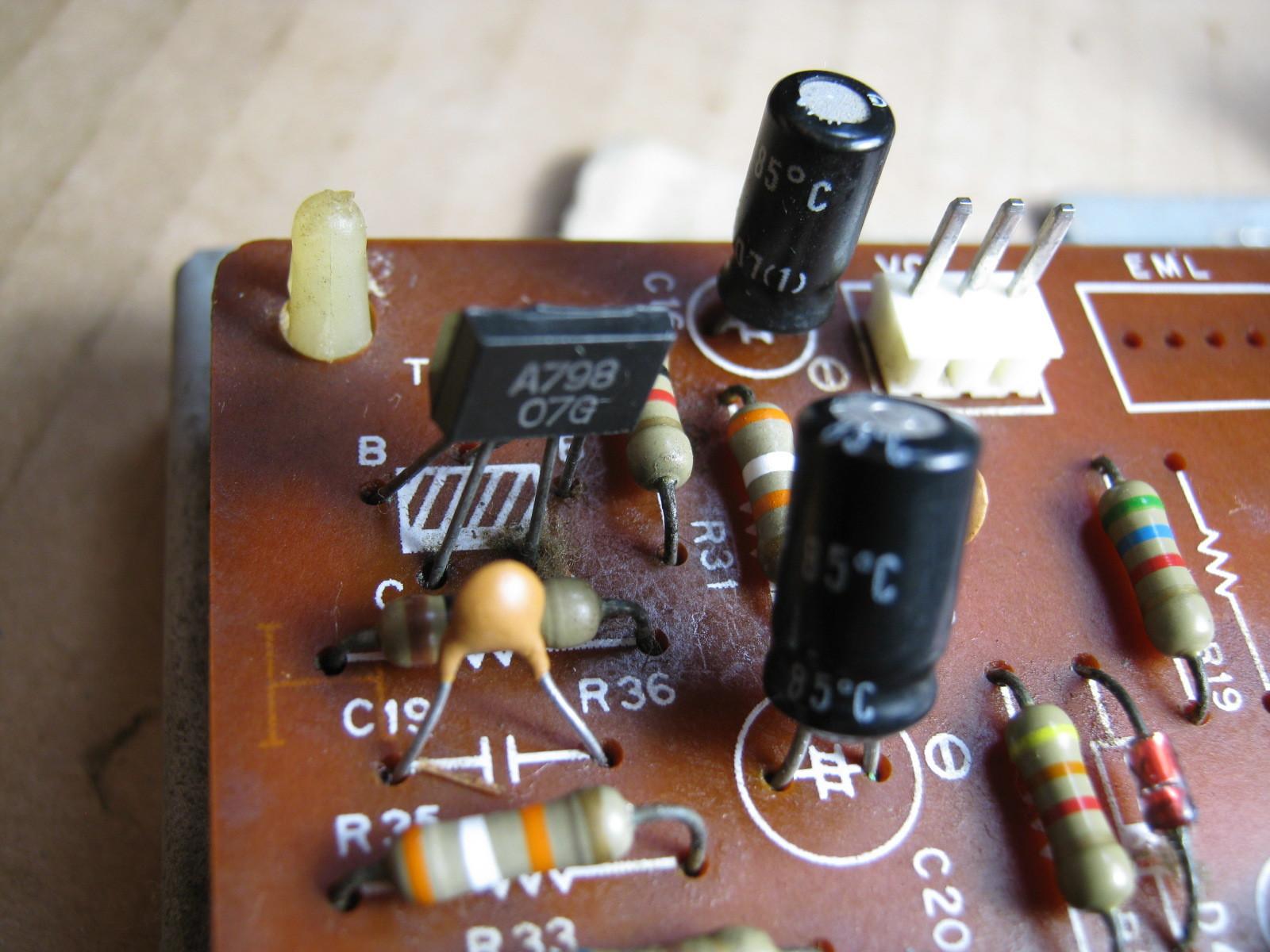 COLUMBIA電気ピアノ(抵抗不良)基板初段