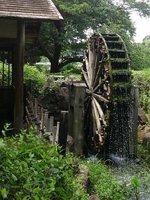 野川沿いの水車