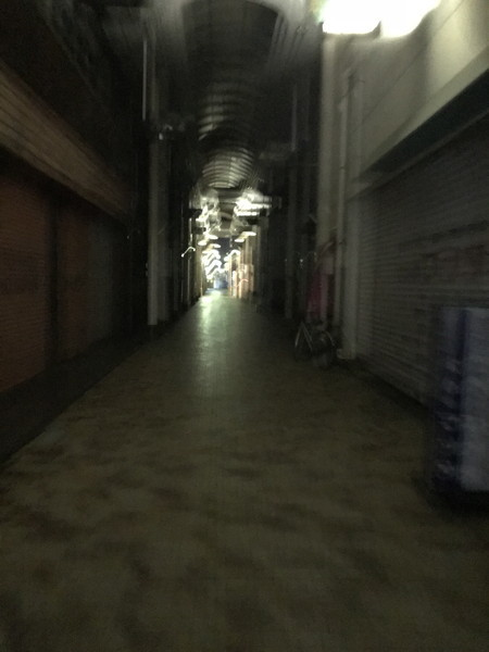 43_夜のシャッター街