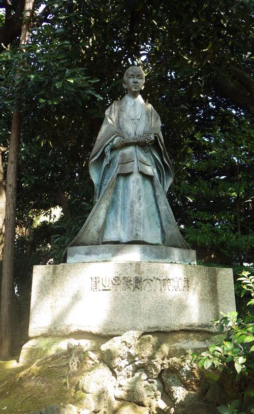 大隈重信夫人・綾子像(大隈重信像と同じく、朝倉文夫の作)