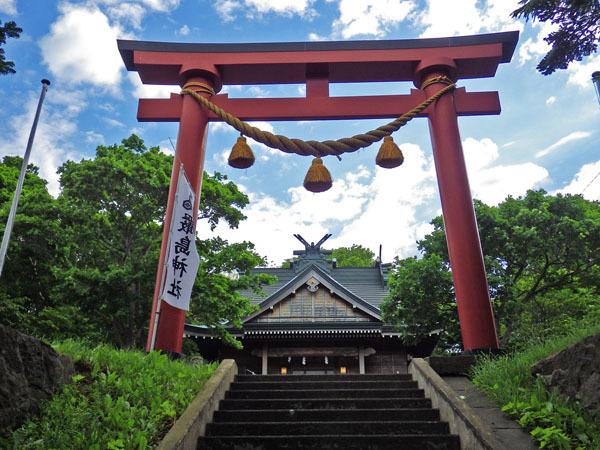 階段を登って 礼文厳島神社