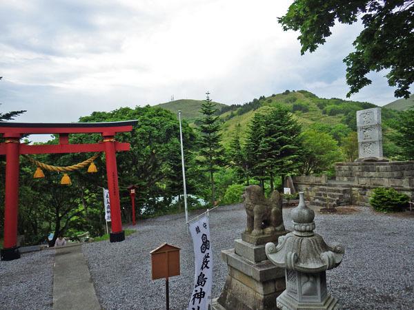 境内 礼文厳島神社