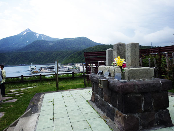 会津藩士の墓と利尻富士