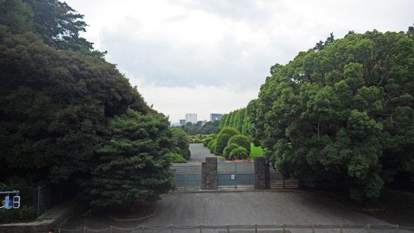 新宿御苑の正面玄関