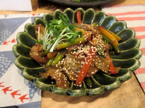牛ホルモンと野菜の味噌炒め