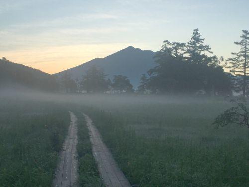 夜明け前の燧ヶ岳