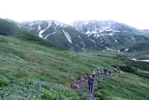 立山をバックに登る