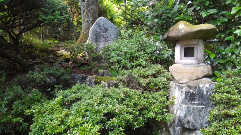 実家坪庭の 三峯神社の 石碑