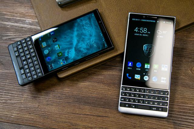 BlackBerry_KEY2_02.jpg