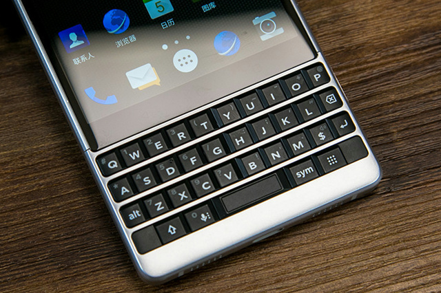BlackBerry_KEY2_05.jpg