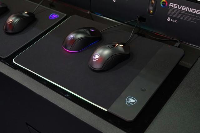 COUGAR_Qi_MousePad_03.jpg